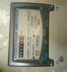 Счётчик электроэнергии на 3-фазы.
