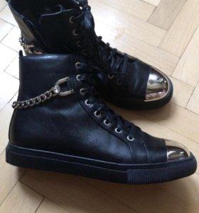 Стильные НОВЫЕ  кожаные ботиночки 24 по стельке