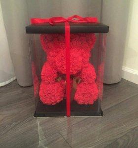Мишка из роз с коробкой