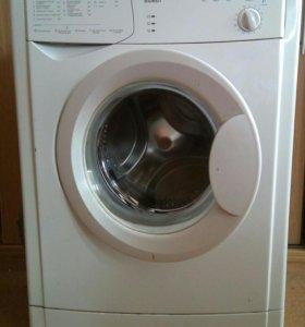 Узкая стиральная машина Indesit