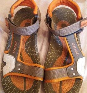 Спортивные сандалия