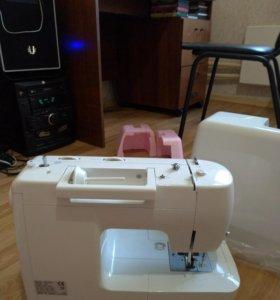 Швейная машинка Astra Lux
