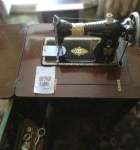 Швейная машинка (ручная)