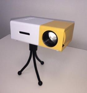 Домашний кинотеатр (мини проектор YG 300)