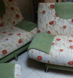 Диван раскладной и два больших кресла