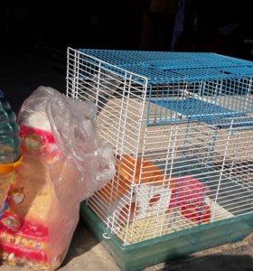 Клетка для хомячков с лабиринтом и домиком.