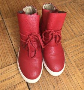 Продам ботинки кожзам 35 р-р
