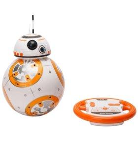 Робот-дроид на пульте управления