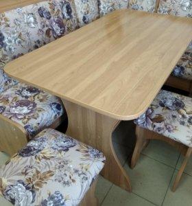 Угол кухонный, стол и 2 табурета