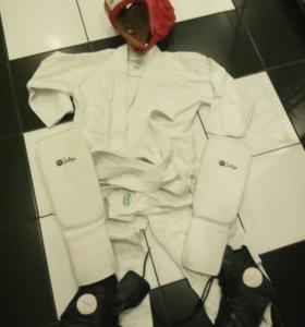Кимоно со шлемом и борцовками