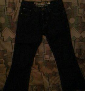 Тёмно-синии джинсы