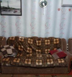 Диван и к нему 2 кресла