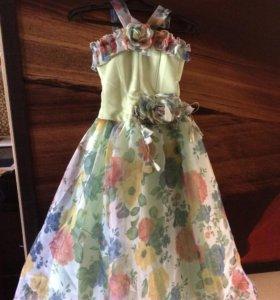 Платье на девочку 7-13 лет.