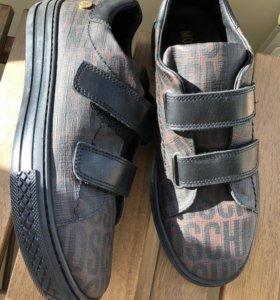 Туфли для мальчика Moschino
