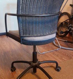 Офисное кресло, плетение, чёрное.