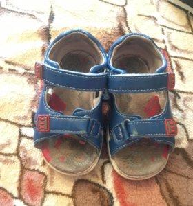Детские сандали и кроссовки