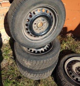 Колеса на дисках Bridgestone Blizzak Revo2