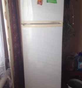 Продам двухстворчатый холодильник Бирюса
