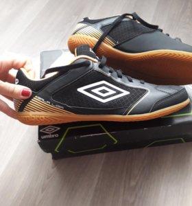 Новая обувь для футзала Umbro 43 размер