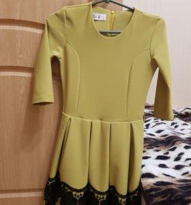 Платье для девочки мало б/у
