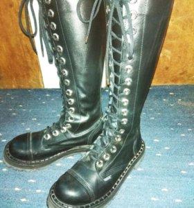 Кожаные сапоги на шнуровке