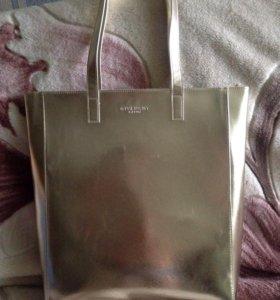 Фирменная сумка Givenchy