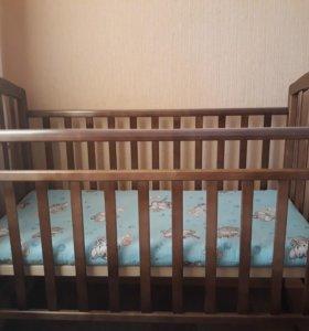 Кроватка+матрас+пелен. столик. Одеяло в подарок.