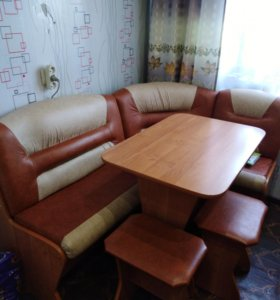 Кухонный уголок, стол и 2 стула