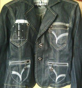 Продам джинсовую куртку и джинсовый костюм.