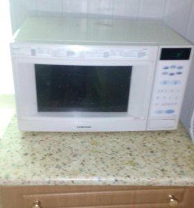 Микроволновка,холодильник,кровать срочно цена дого