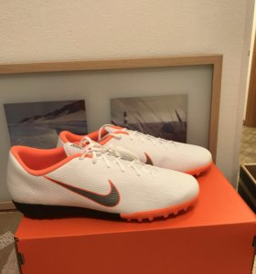 Футбольный бутсы Nike