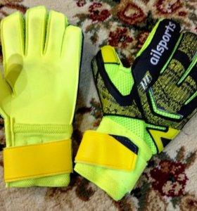 Вратарские перчатки.