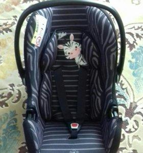Автомобильное кресло (автолюлька)