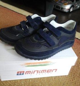 Ботинки кроссовки minimen почти новые