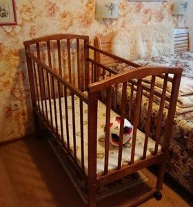 Кроватка детская не затейливая