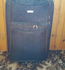 чемодан на колесах, вместительный. 60 на 45