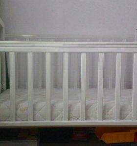 Кровать детская (белая)
