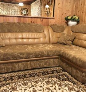 Угловой диван с креслом в хорошем состоянии
