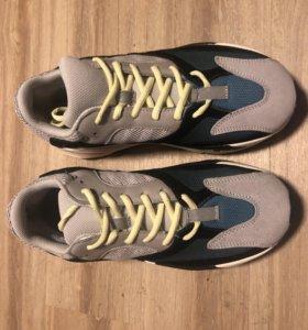 Adidas Yezzy Boost 700