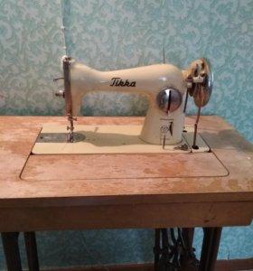 Машина швейная ножная