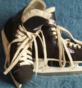 Коньки хоккейные р.34