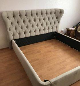 Кровать с мягким изголовьем плюс матрасом