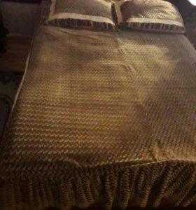 кровать двуспальная с матрацом