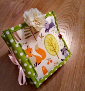 Детская развивающая книга из ткани и фетра
