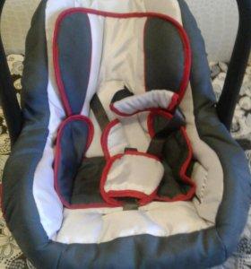 Автомобильное кресло для новорожденных