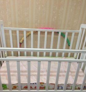Детская кроватка белая с матрасом