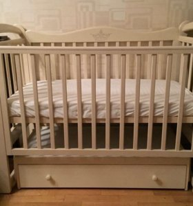 Кроватка манеж пеленальный и стульчик для кормлени