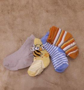 Носочки для малыша в количестве 4 шт.