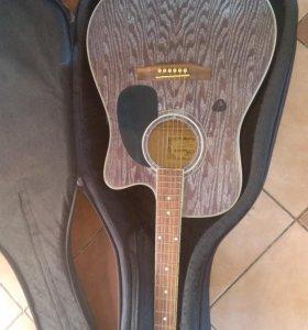 Гитара акустическая с чехлом и струнами