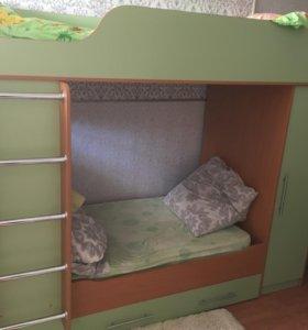 Двухъярусная кровать двухъярусная со шкафом